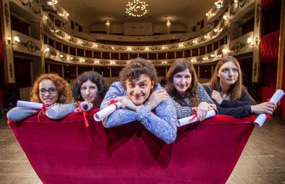 I cinque finalisti del campiello giovani: da destra, Clelia Attanasio, Eva Mascolino, Gabriele Terranova, Loreta Minutilli, Anja Boato