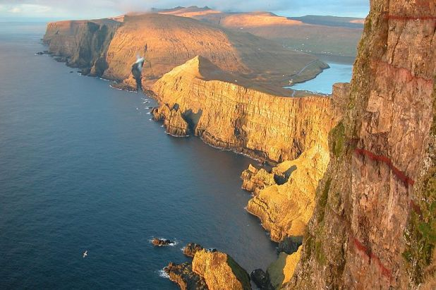 Beinisvord,_westcoast_of_suduroy,_faroe_islands